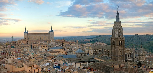 Toledo_Skyline_Panorama,_Spain_-_Dec_2006.jpg